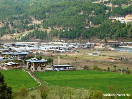 blick auf die stadt bumthang